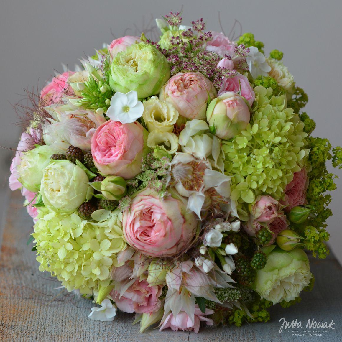 Jutta Nowak Floristik Hochzeit Brautstrauss Weiss Rosa Gruen