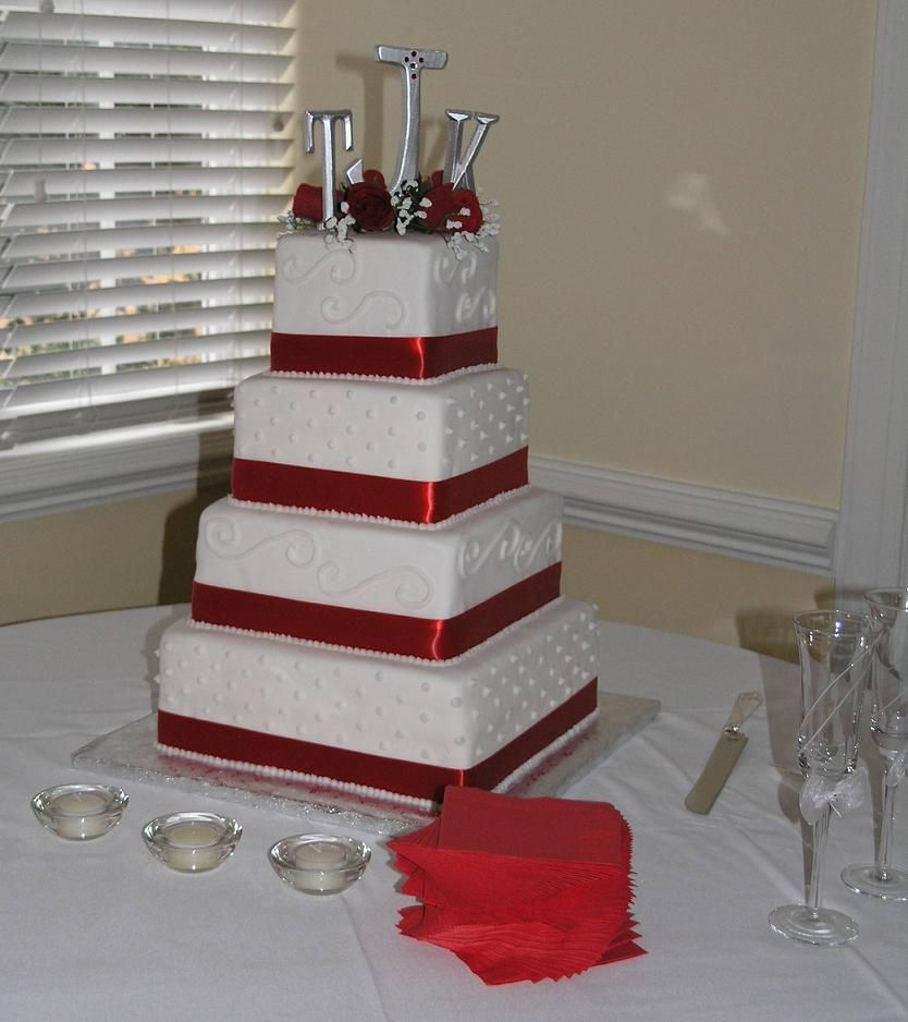 Wedding cakes pictures square wedding cakes pictures and design wedding cakes pictures square wedding cakes pictures and design ideas junglespirit Gallery