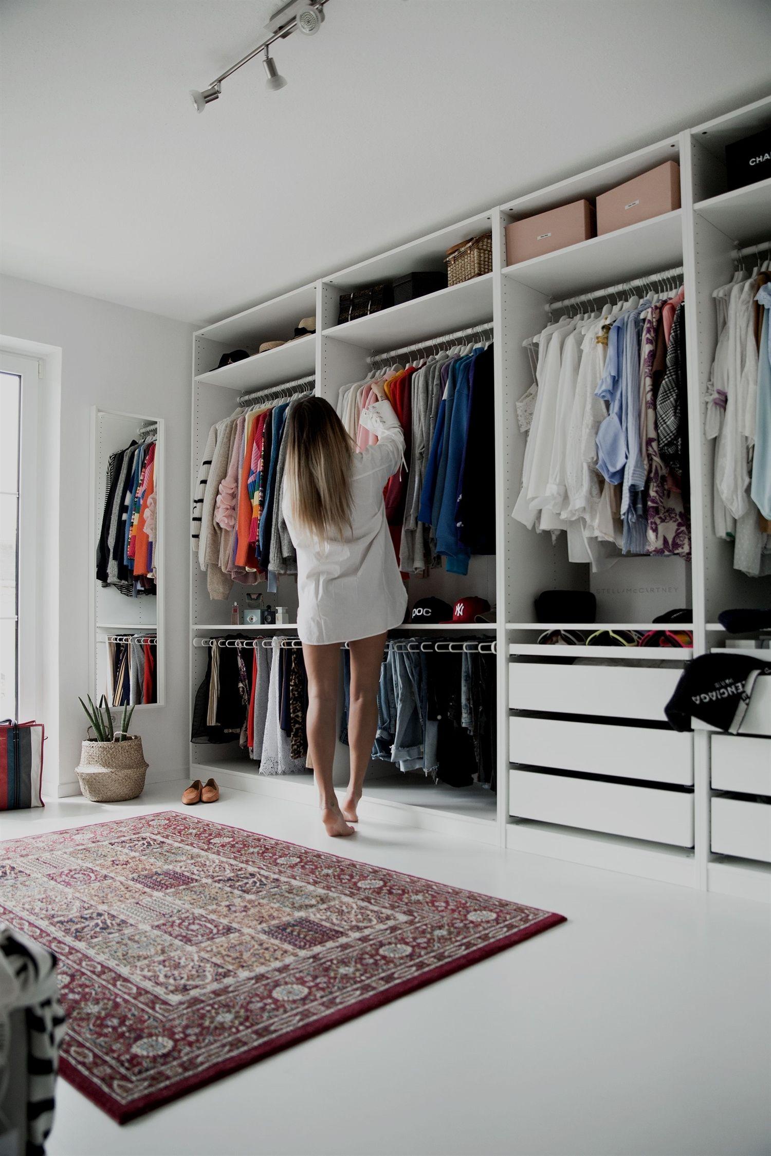 meine Ankleide offener Ikea Pax Kleiderschrank. weiße