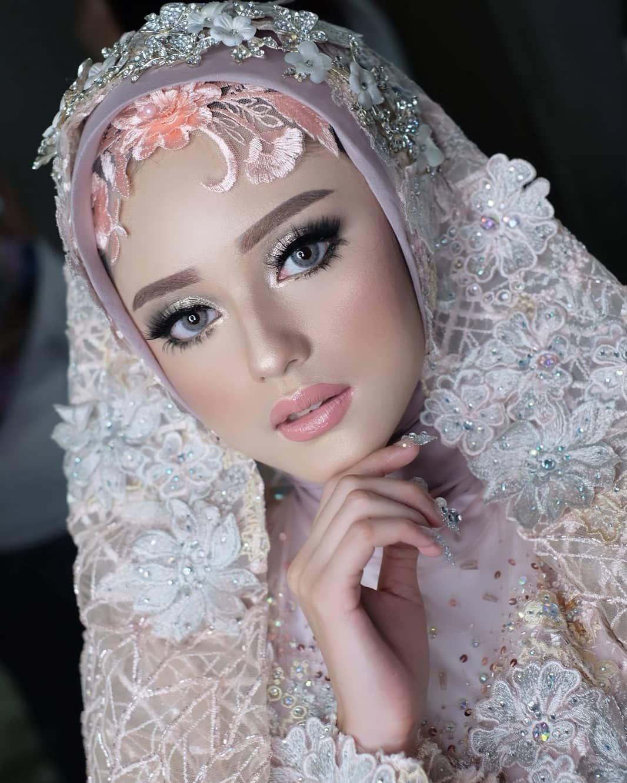 Makeup By Uihera Mua Attire Drastywedding Photoshoot For Ernadeoffice Lavienaweddinggallery Drastywedding Pengantin Kecantikan Wanita