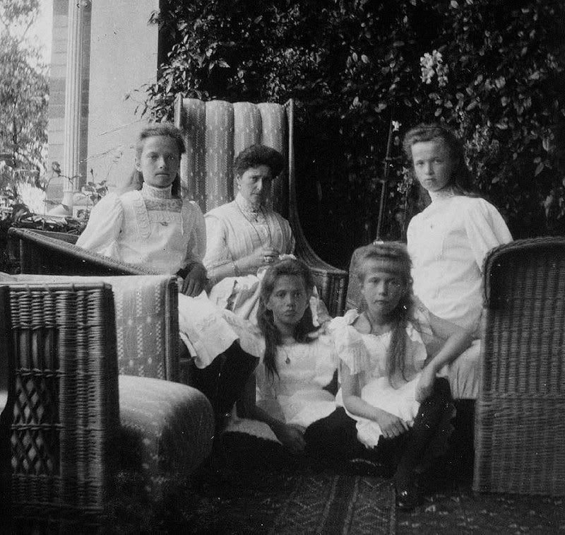 Alexandra and her daughters