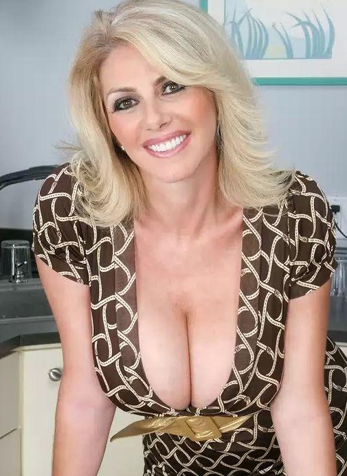 Toni beautiful mature women naked something is