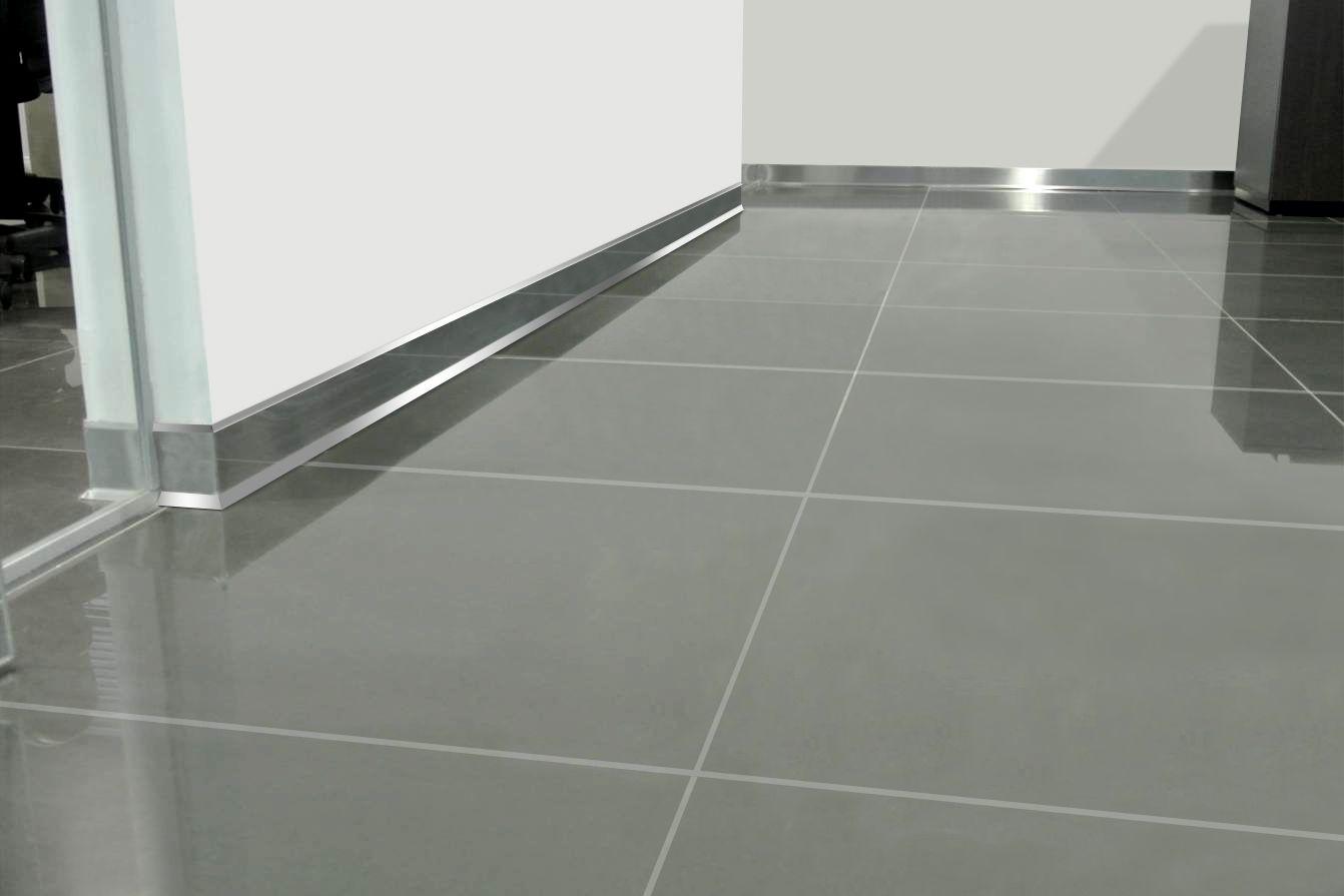 Z calo slim de acero inoxidable para dar terminaci n y brillo al encuentro entre paredes muros y - Zocalos de aluminio para cocinas ...