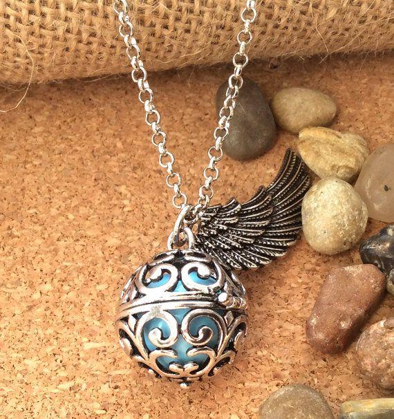 Pendant necklace calls angels orange bola