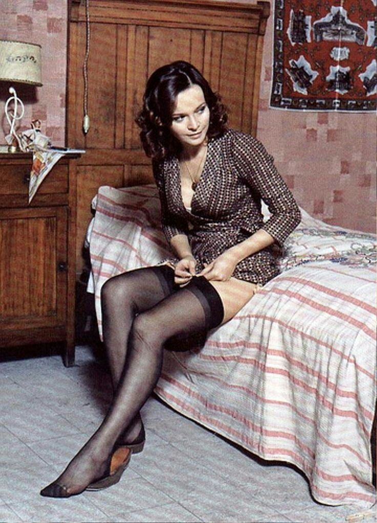 Celebrities in pantyhose and stockings