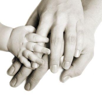 Puedes decidir tener un hijo inteligente, incluso excepcionalmente inteligente, mediante la estimulación temprana, por ejemplo en la enseñanza temprana de la lectura. ¿Por qué ibas a dejar al azar la preparación, el desarrollo físico e intelectual, las aptitudes de tu hijo? La inteligencia de tu hijo depende en gran medida del entorno en el que se desarrolla y el componente más importante de su entorno eres tú, su mamá, su papá.