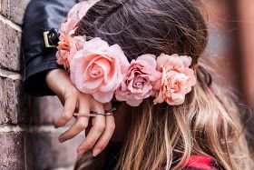 Opening Dressing: Rouge tartan et Rose blossoms