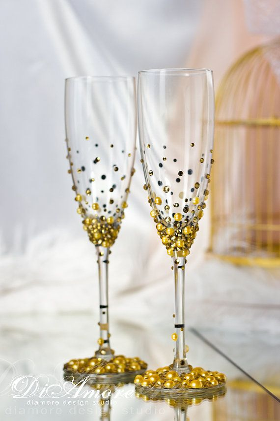 Subscribe to our Facebook and we will send you a coupon for 5% https://www.facebook.com/DiAmoreDS/ Gold is a color of luxury and you deserve only the best things on your wedding day! These rich wedding toasting glasses will make you the king and the queen. Exclusive products from DiAmoreDS are perfect for your special day, or as a unique gift for an anniversary or newlyweds. You can use the designer decor for parties on the occasion of birthday, baby shower, and other ce...