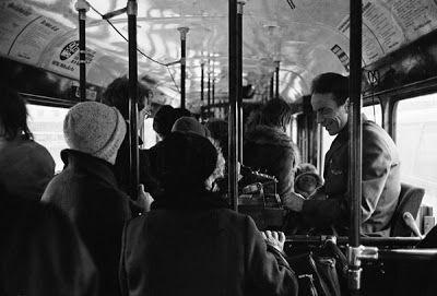 We Love Helsinki: Taiteesta: Kari Haklin Helsingin kaupungin liikennelaitoksen ainoa miespuolinen rahastaja vuonna 1975.