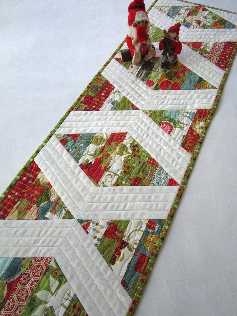 Modern Christmas Table Runner Modern Christmas Quilt Christmas Quilts Christmas Table Runner