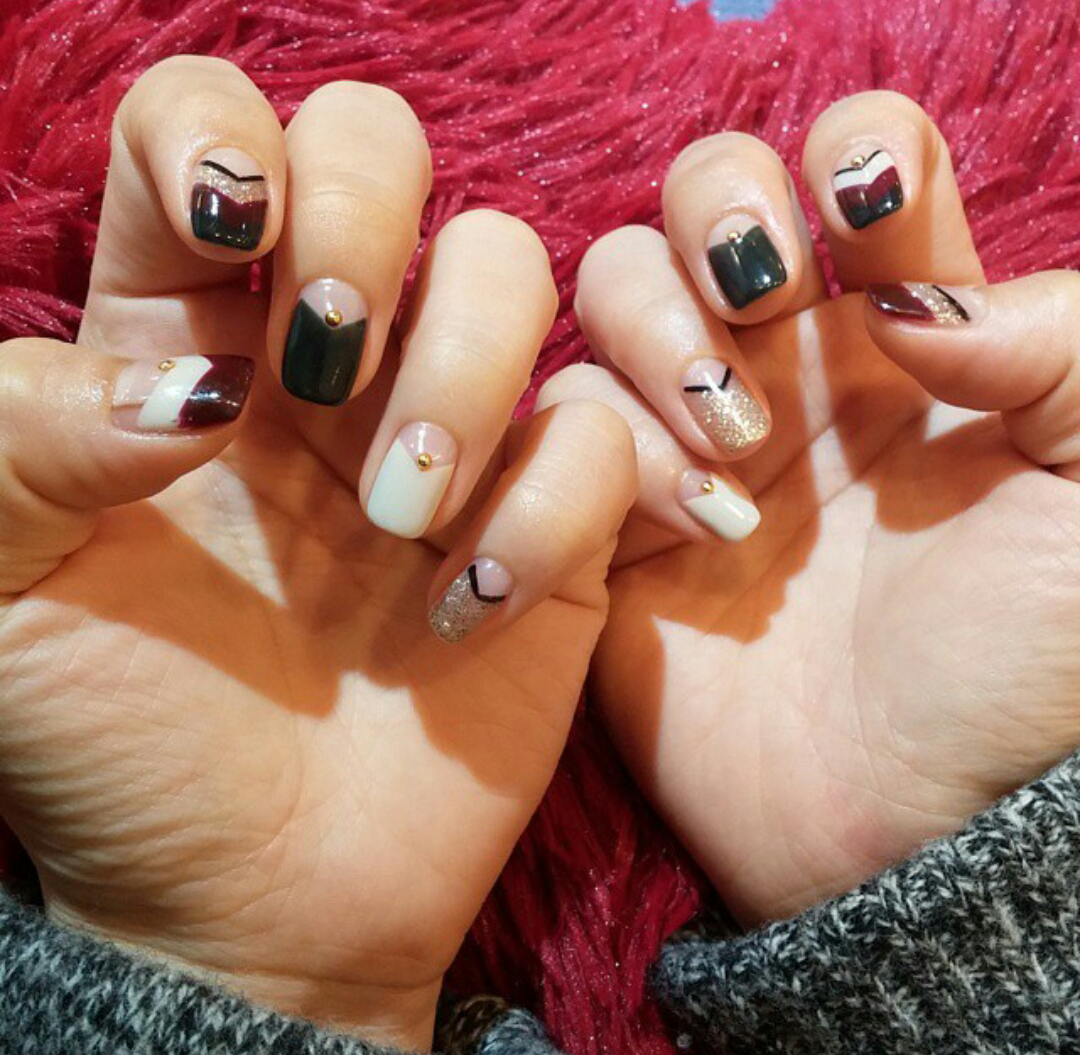 V shape french nails #trendy | Just Nail it | Pinterest | French ...