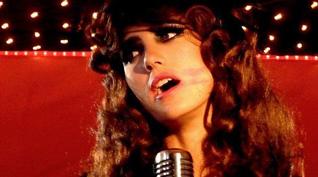 Hen Yanni estrela o filme israelense Melting Away: quebrando tabus ao colocar em discussão a relação de pais e filho transsexual (Foto: Divulgação)