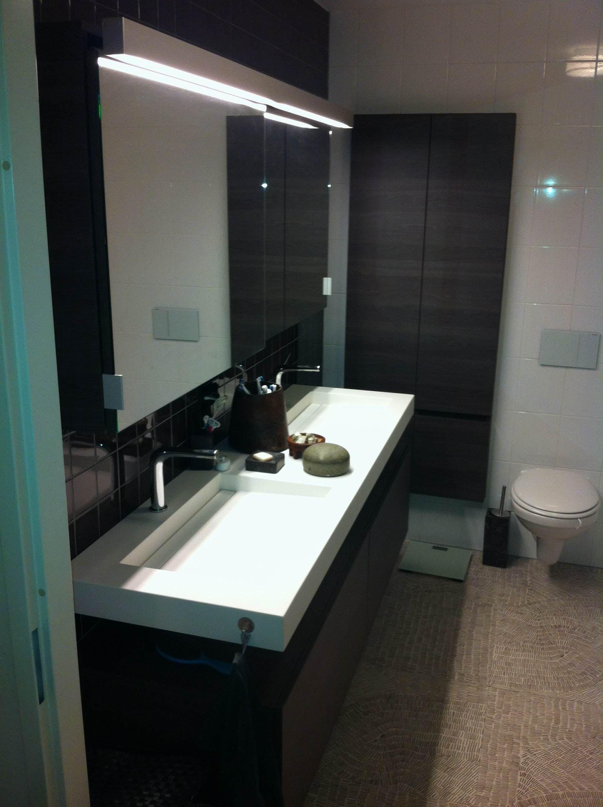 Moderne badkamer gerealiseerd door Sanidrome ravo uit Amsterdam.