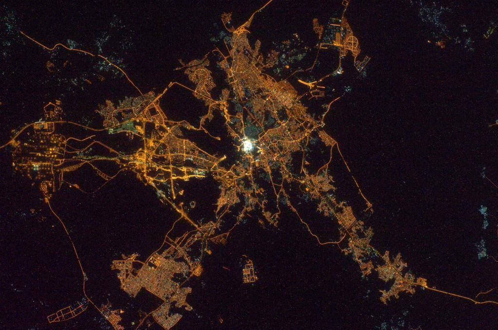 Amazing Night Photos Of Makkah And Madinah From Space Ilm Feed Makkah Night Photos Mecca