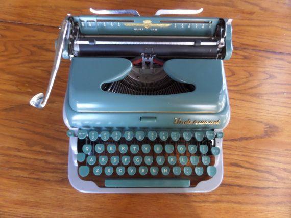 Underwood De Luxe Quiet Tab Manual Typewriter By