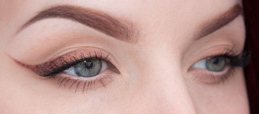 Neutral winged eyeliner