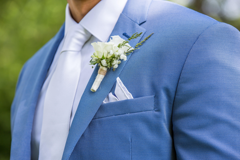 Auch Fur Den Brautigam Gibt Es Den Passenden Blumenschmuck Hier Ein