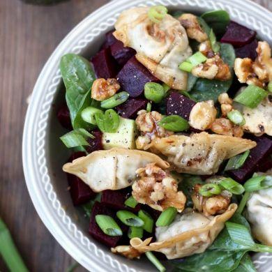 Salade de mini wontons, betteraves et noix caramélisées - Cuisine - Blogue - Pratico Pratique