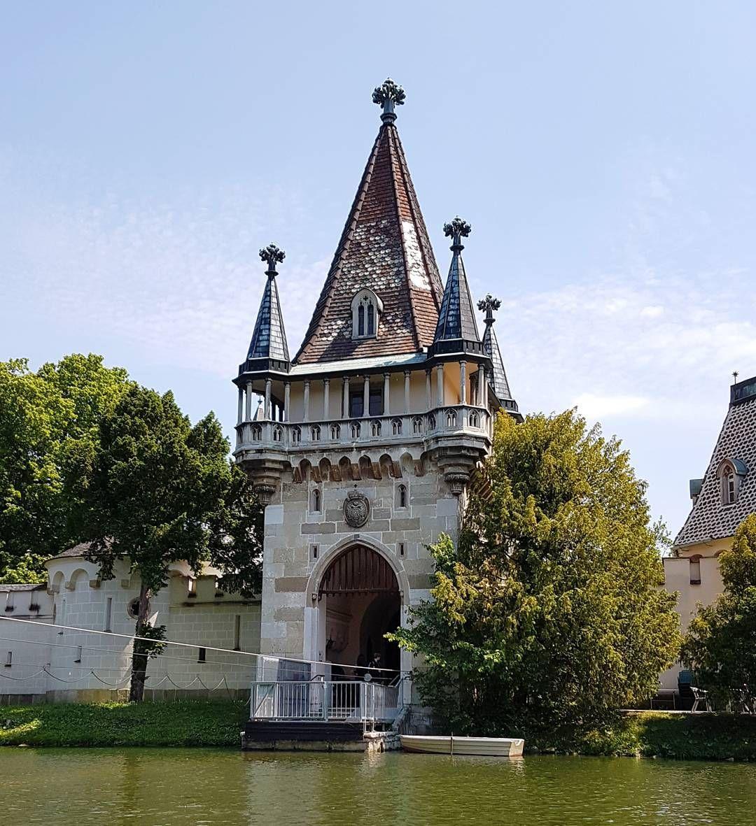 Zamek Franza w Laxenburgu. Malowniczo i bajkowo ...