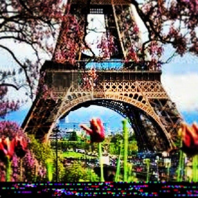 eiffeltorre via Instagram #eiffeltower #latoureiffel #paris #france http://instagram.com/p/iCKDd6P_KO/?modal=true