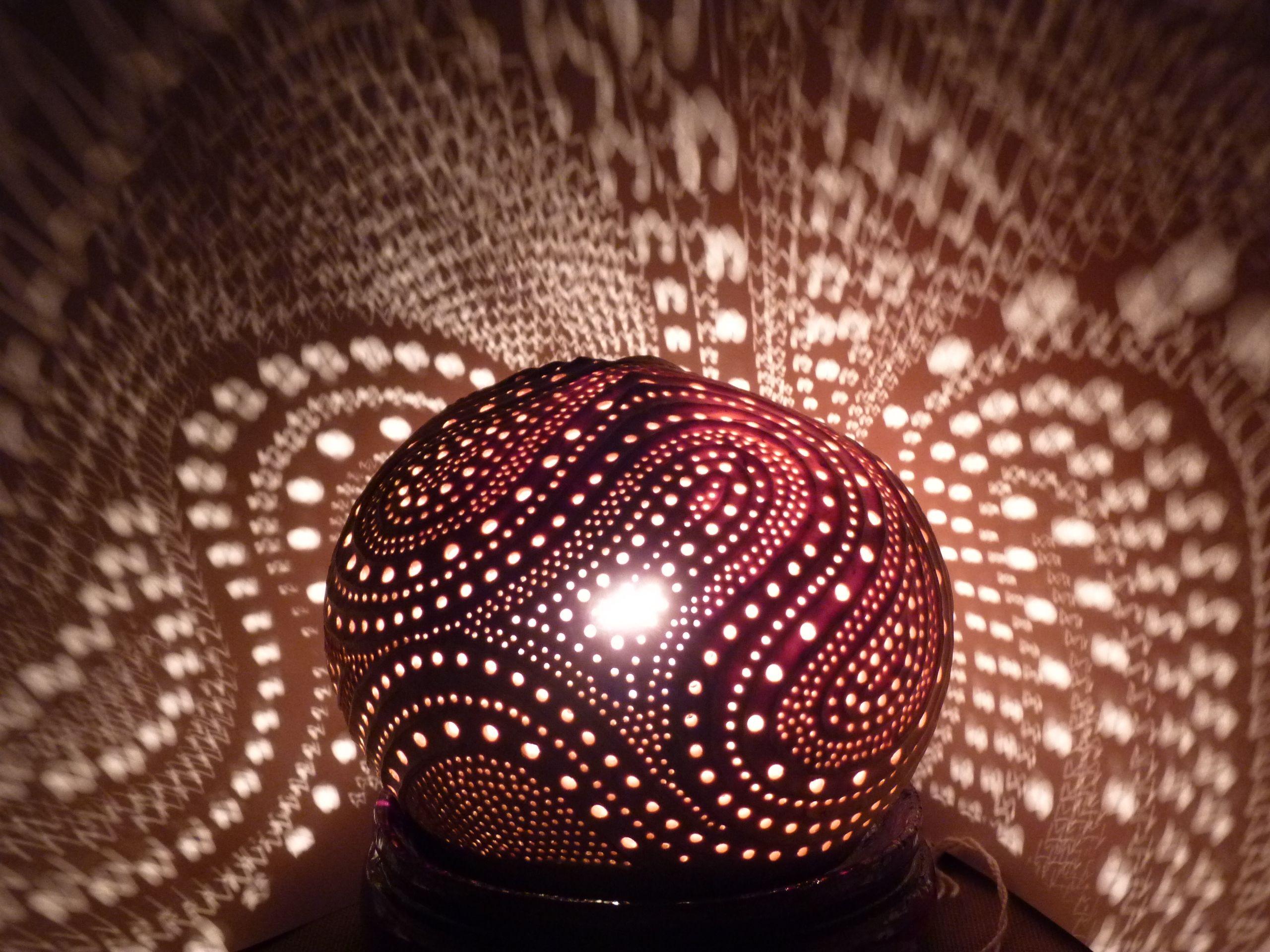 Lampe d 39 ambiance en noix de coco sculpt e ambiance lamp - Lampe d ambiance gifi ...