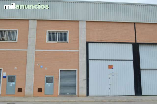 . Ref. 20059 N, Nave industrial en ALQUILER o VENTA, en Catarroja,  con una superficie de 330m�. para entrar a trabajar de inmediato altas de suministros estructura met�lica ignifugada, oficinas, vestuarios, ba�os, con una altura de 8m. No la dejes pasar. P