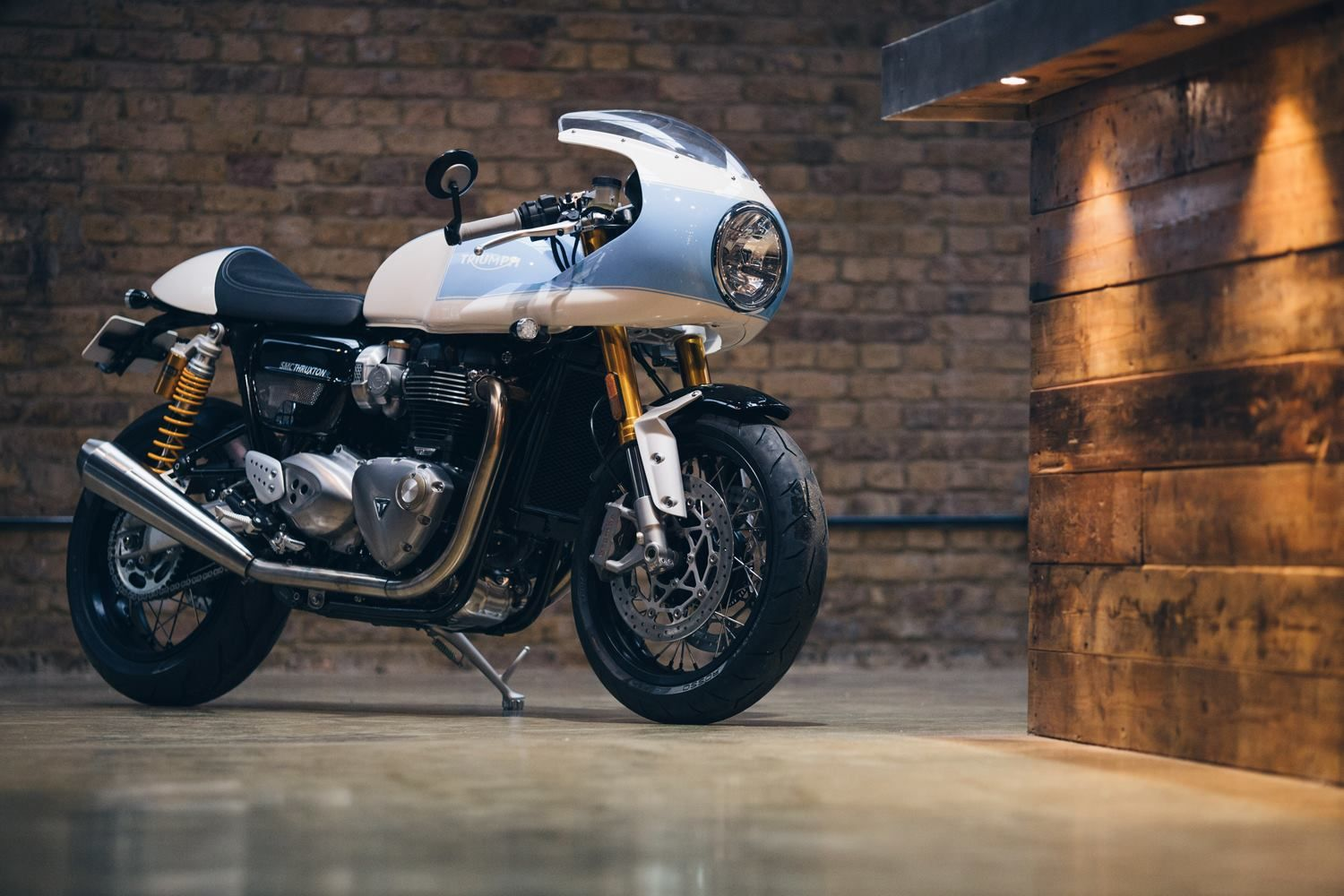 racing caf triumph thruxton r 1200 by standard motorcycle co moto triumph pinterest. Black Bedroom Furniture Sets. Home Design Ideas