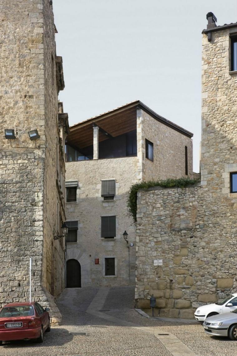 Alte Häuser mit historischen Fassaden und modernem Interieur | Haus