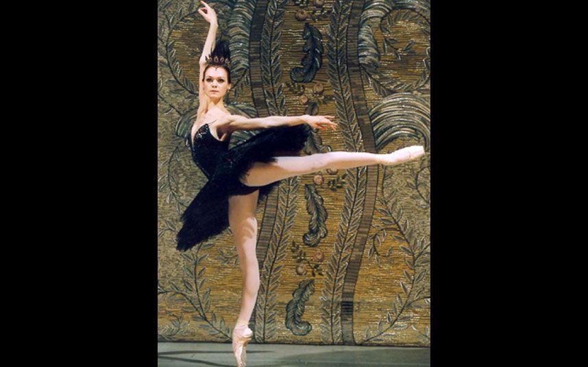 12 Of The Greatest Ballerinas Of All Time Ballet Ballet Dancers Ballet Photos