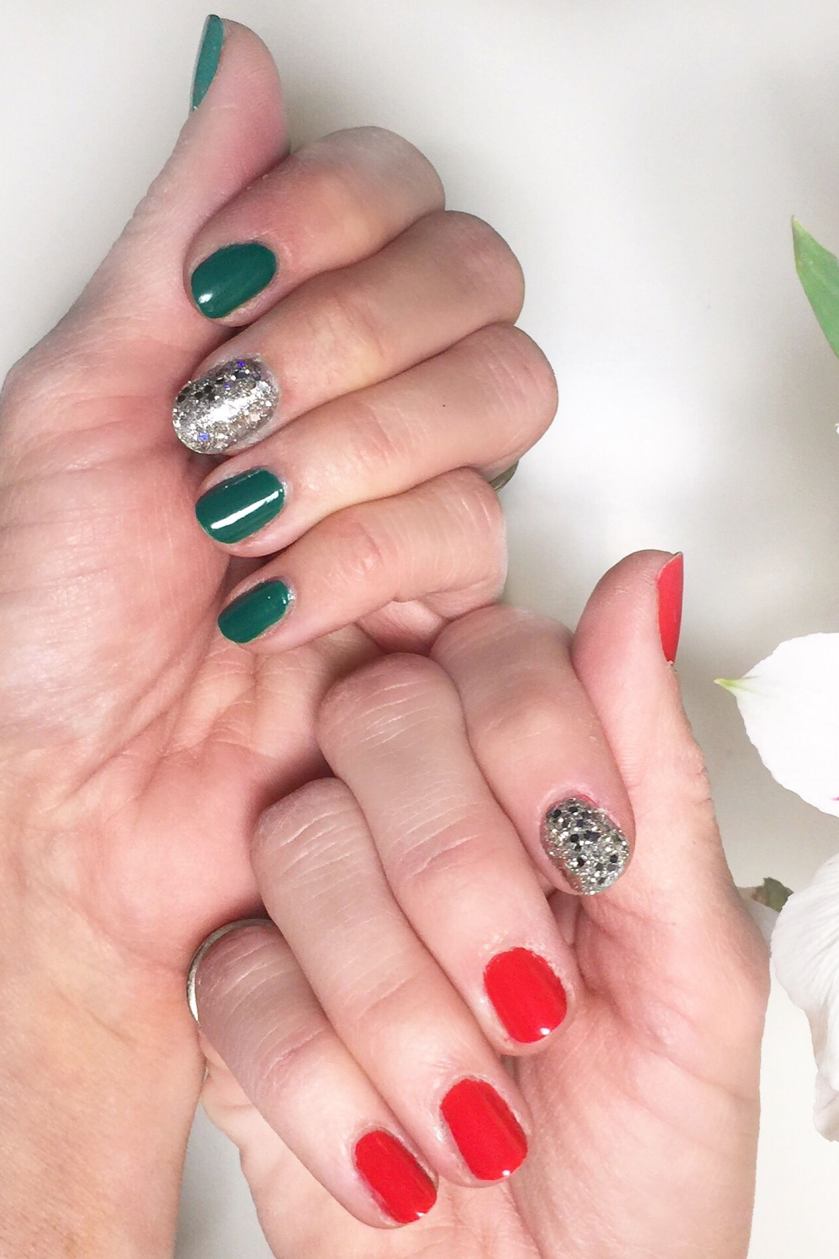 Simple But Festive Christmas Manicure Idea Using Impress Press On Accent Nails In The Glitter Style Impress Nails Impress Nails Press On Fabulous Nails