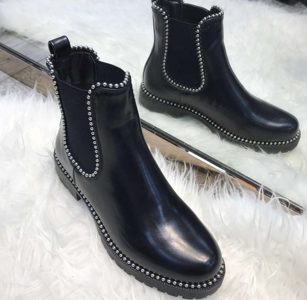 Chelsea Boots mit silbernen Kugeln   wishlist   Chelsea boots ... d934fa5139