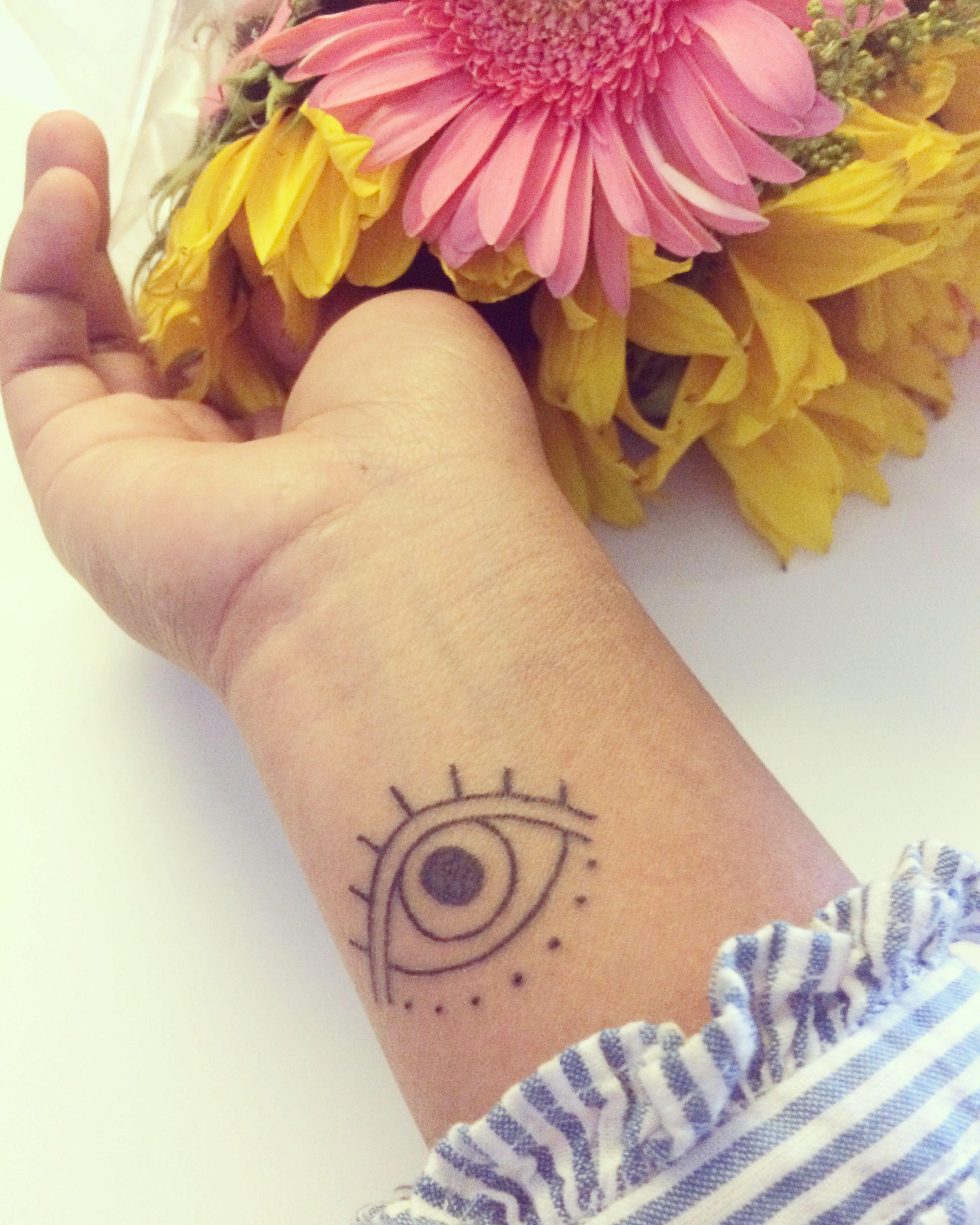 Tatuaje Minimalista De Ojo Bohemia India Tatuaje Ojo Ojo Tatuaje Tatuajes Minimalistas