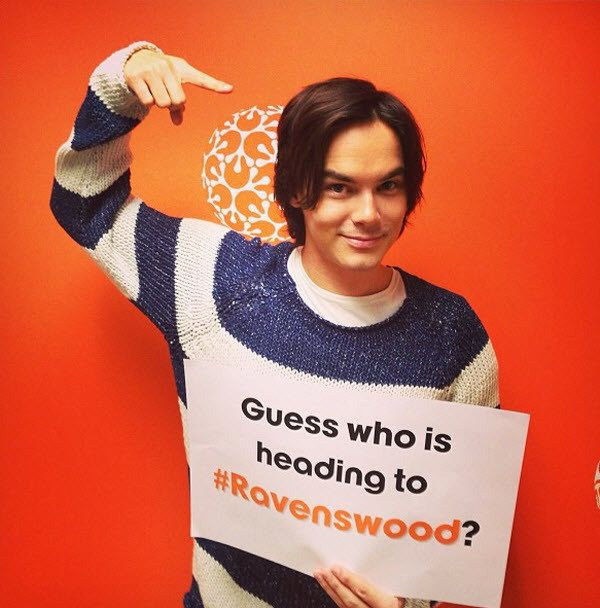 Tyler Blackburn no elenco do spin-off Ravenswood