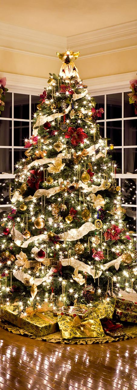 How To Decorate A Christmas Tree Professionally.Shonna Fox Interior Design Professionally Decorated