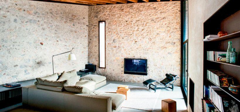 00-refugio-do-seculo-XVI-mescla-aco-corten-e-paredes-de-pedra