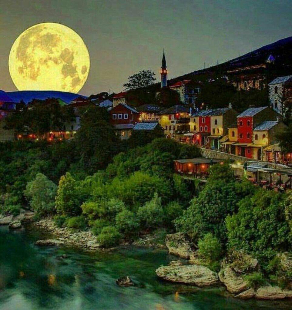 صورة للقمر من مدينة موستار وهي تعتبر من اجمل المدن في البوسنه Mostar Tour Guide Travel Tours