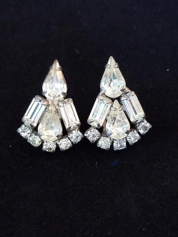 56292fa52a9 Weiss Clear Rhinestone Clip on Earrings Signed Teardrop Baguette Round