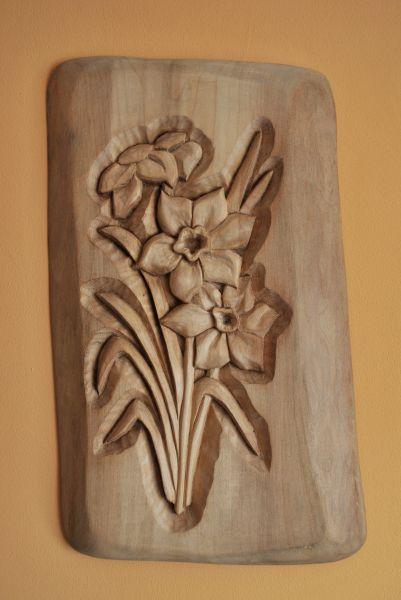 Drewno lipowe wykonałem ręcznie rzeźbiarstwo w drewnie i