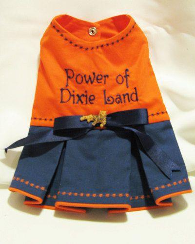 Poder De La Tierra De Dixie Los Fanáticos Castaños Deben Reconocer Esta Línea Vestido Naranja Y Azul Kona Algodó Dog Dresses Dog Clothes Patterns Dog Clothes