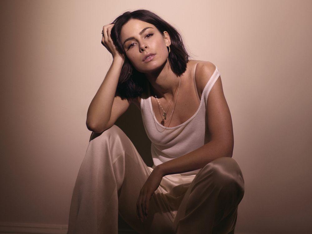 Mitten im Schaffungsprozess ihres neuen Albums hat sich Lena Meyer-Landrut nach acht Jahren von ihrem Freund getrennt.