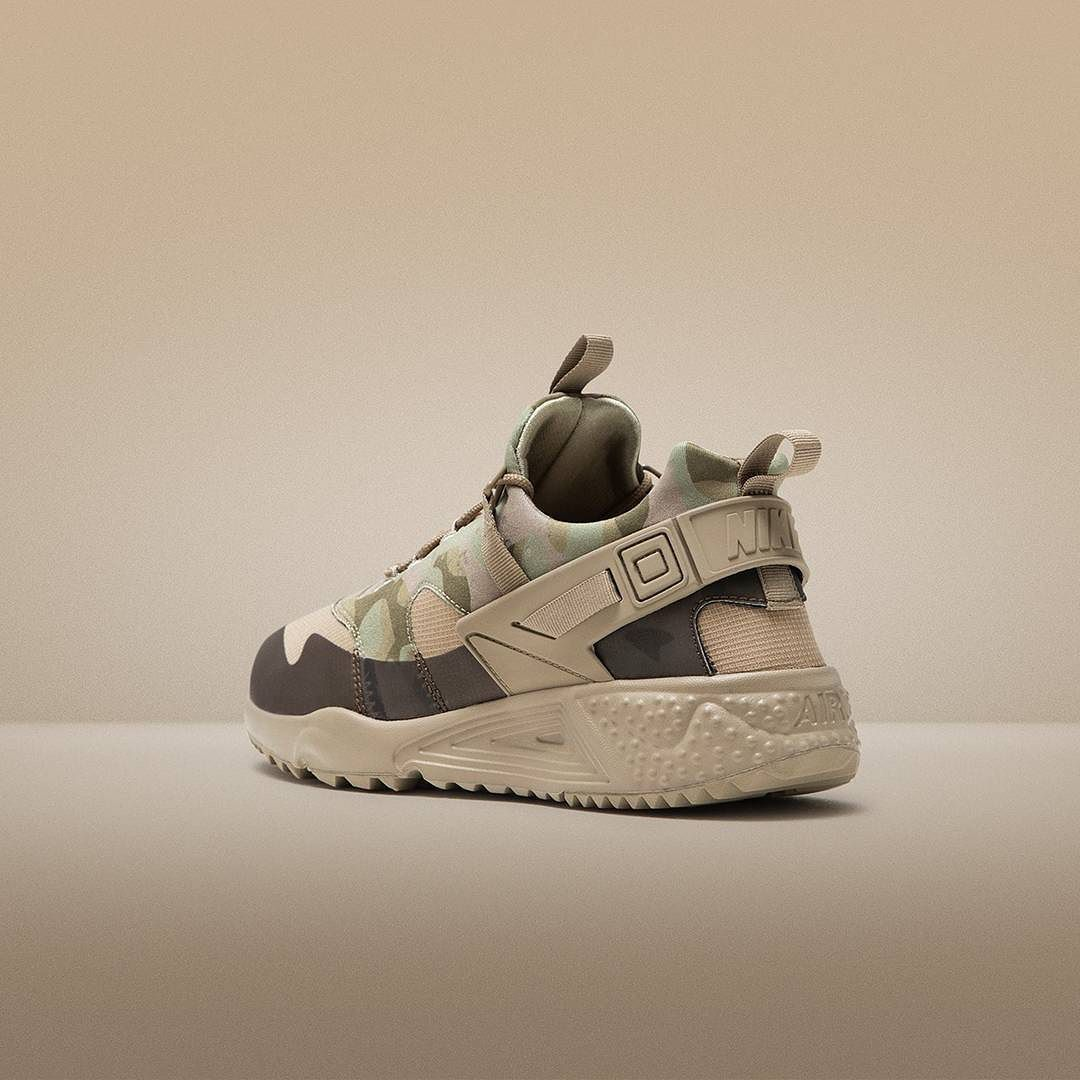 Go undercover with the Nike Air #Huarache Utility 'Camo Khaki'. Launching this Monday (16/11) at #jdsports.co.uk and in stores from their respective opening times. by jdsportsofficial
