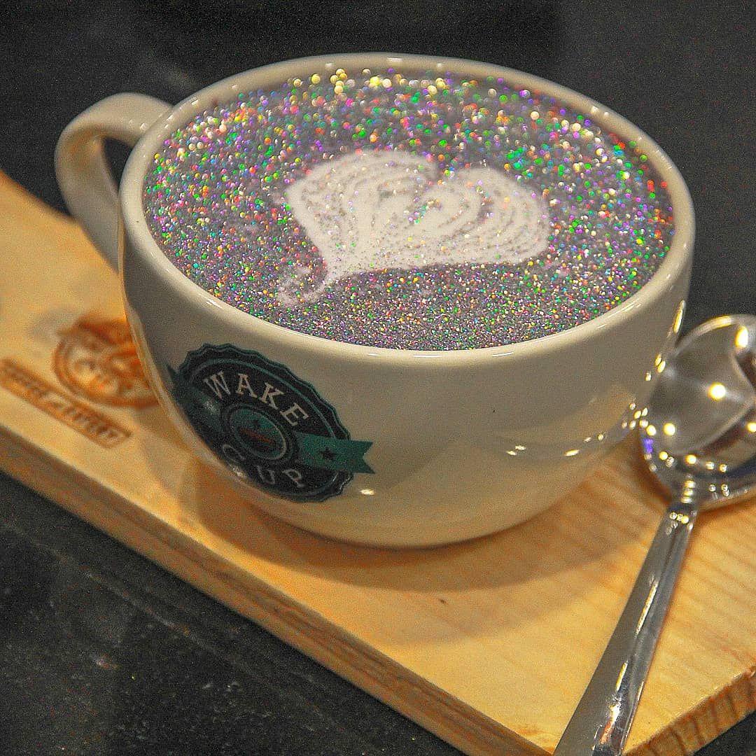 Schluss mit 0815 – wir genießen unseren Morgenkaffee ab jetzt mit einem extra Schuss GLITZER.