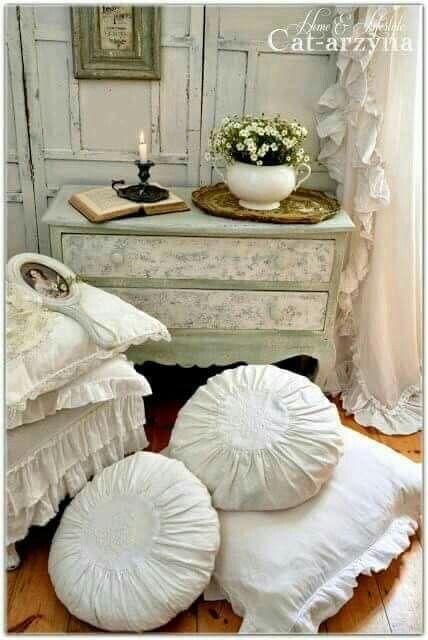 Haus, Häuschen Im Shabby Stil, Bemaltes Häuschen, Weiße Hütte, Shabby Chic  Zimmer, Rustikalen Shabby Chic, Schöne Dinge, Viktorianisches Schlafzimmer,  ...