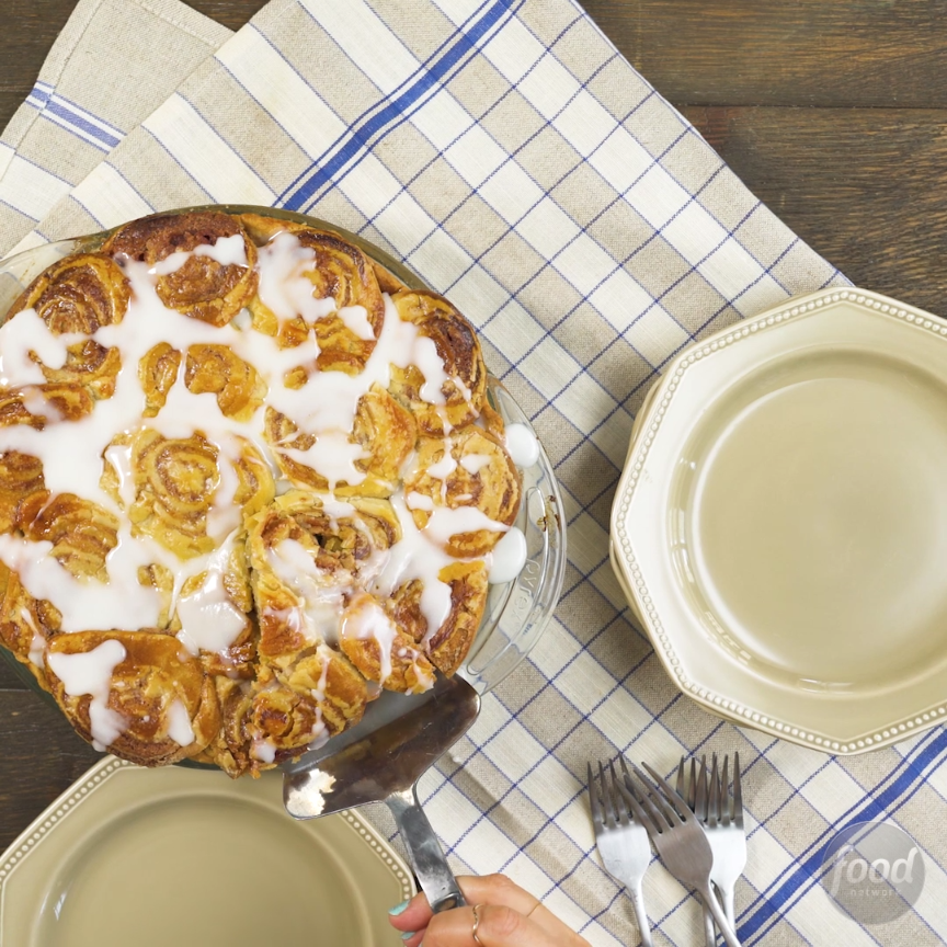 Recipe of the Day: Apple-Raisin Cinnamon Bun Pie At first glance, this dish looks like a pan full of cinnamon buns, but cut into the swirly dough and there's apple pie filling underneath! Easily create the super-impressive topping without making any cinnamon buns: All you need is premade pie dough.