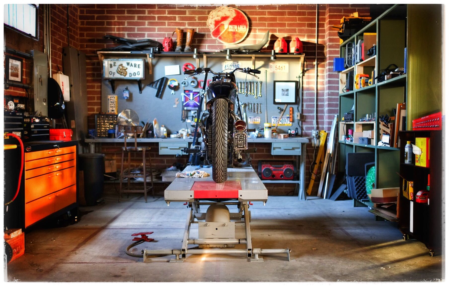1000  ideas about Motorcycle Garage on Pinterest | Motorcycle Shop ...