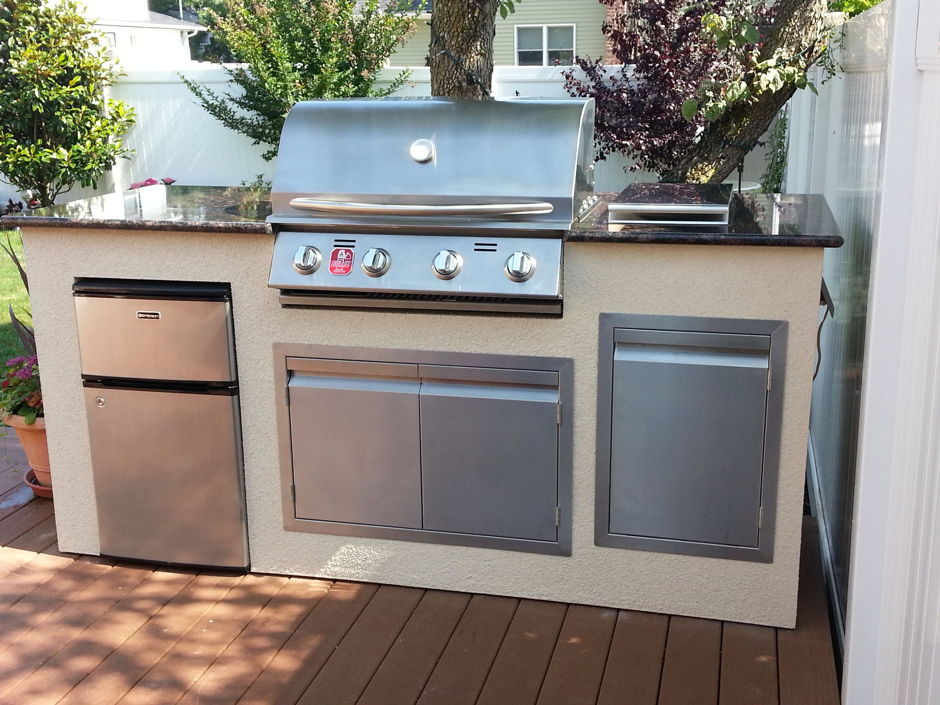 Arthur Giordano Built This Beautiful Bbq Island On A Wooden Deck Bbq Coach Frames Are Lighte Outdoor Kitchen Appliances Outdoor Kitchen Outdoor Kitchen Design