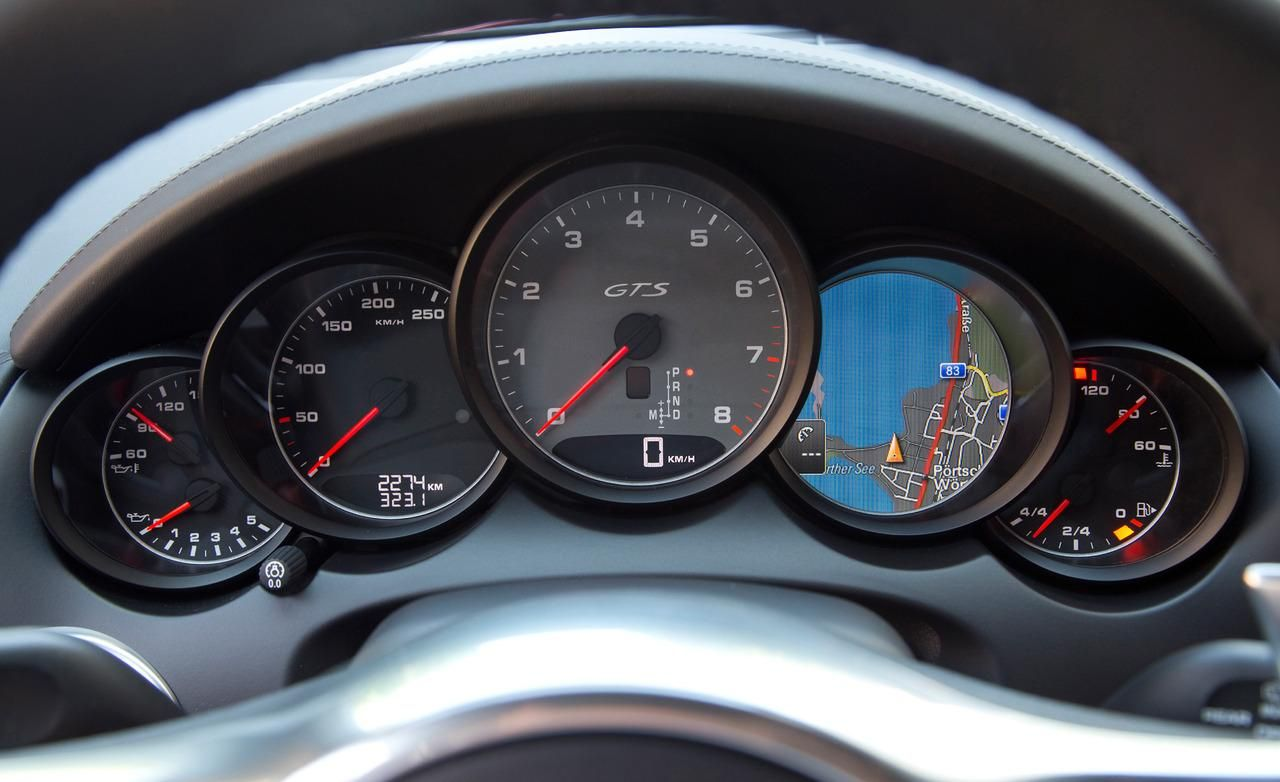 2013 porsche cayenne turbo s interior speedometer view