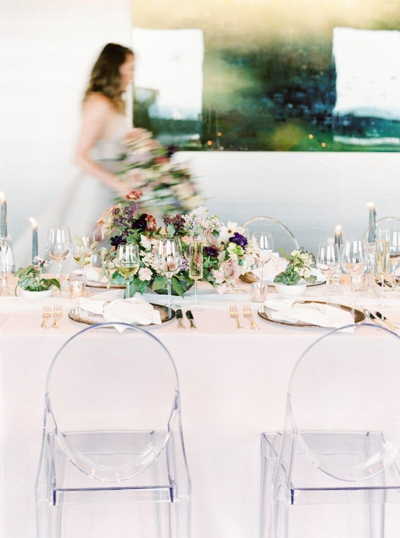 Contemporary Wedding Venue In The South Would You Believe This Colorful Fete Takes Place I Contemporary Wedding Venues Luxe Wedding Wedding Reception Planning