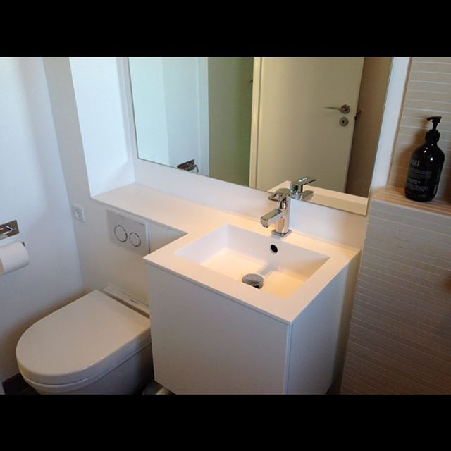 indretning af lille badeværelse Bordplade til det lille badeværelse #corian #himacs#køkken  indretning af lille badeværelse