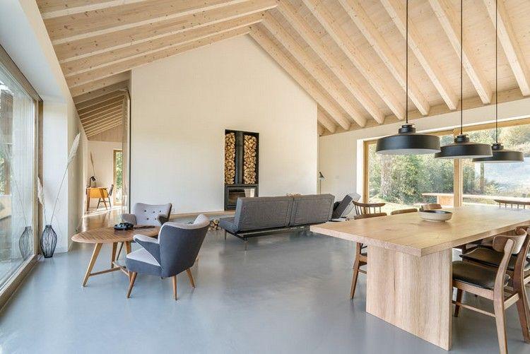 offener wohnraum weiß grau helles holz balkendecke #natural #stone